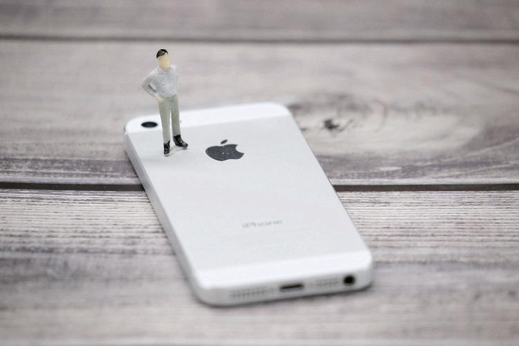 苹果侵入高通腹地:疯狂挖人 要自研基带